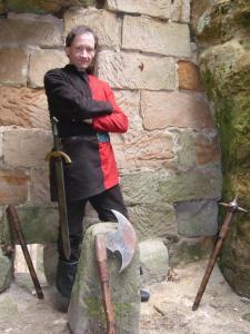 Loupeživý rytíř Šof u vstupní branky do skalního hradu