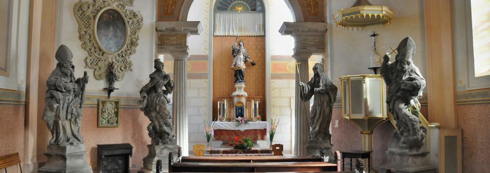 Valdštejn kostelík interiér