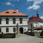 Klasicistní palác a kaple