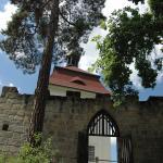 Průchod od kaple na terasu