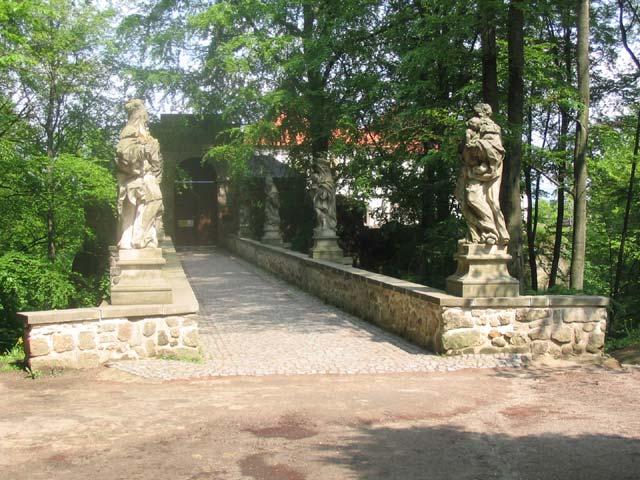 Vstupní most, obrázek se otevře v novém okně