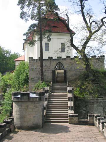Romantické schodiště s terasou, obrázek se otevře v novém okně